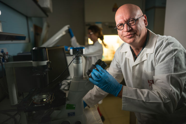 Dr. Igal Louria-Hayon in his laboratory. Photography: Courtesy of Rambam HCC.